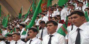 Türkmenistan'da 30 Yaş Altı Erkeklere Yurt Dışı Yasağı