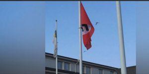 Hitler'in Doğum Gününde İsveç'te Nazi Bayrağı Dalgalandı