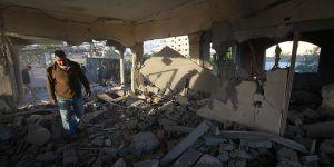 İşgalci Askerler Filistinli Tutuklunun Evini Havaya Uçurdu!