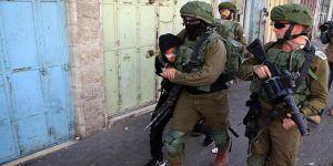 İşgal Güçleri 8 Filistinliyi Gözaltına Aldı