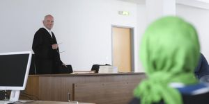 Almanya'dan Başörtülü Öğretmene Ret