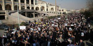 İran'daki Gösterilerde İki Kişi Hayatını Kaybetti