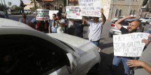 Filistinlilerden ABD'lilere 'Yumurtalı ve Ayakkabılı' Protesto