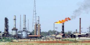 Hindistan, İran'a Petrol Ödemelerini Askıya Alacak