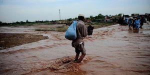 Hindistan'da Aşırı Yağışlar 13 Can Aldı