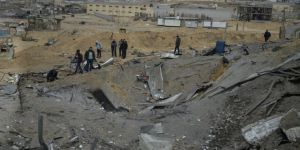 İşgalci İsrail'den Gazze'ye Hava Saldırısı: 2 Yaralı