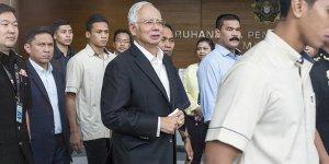 Malezya'da Eski Başbakan Necip Rezak Gözaltına Alındı