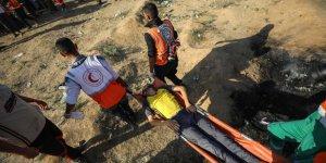 Siyonistler Gazze Sınırında Bir Filistinliyi Şehit Etti