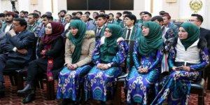 Özbekistan Orta Dereceli Okullarda Başörtüsünü Yasakladı