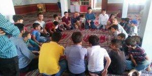 Üniversiteli Gençler Köylerindeki Çocukları Yalnız Bırakmadı