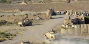 Afganistan'da Taliban Askerî Kampa Saldırdı