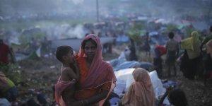 """""""Myanmar Güçleri, İnsani Yardımları Engelliyor"""""""
