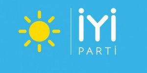 İYİ Parti'de Yaprak Dökümü: İzmir Teşkilatı Topluca İstifa Etti