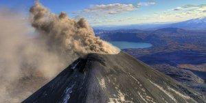 Endonezya'nın Soputan Yanardağı'nda Patlama