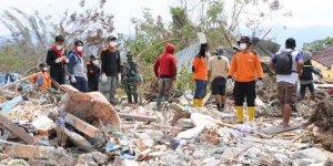 Endonezya'daki Depremde Binlerce Kişi Enkaz Altında
