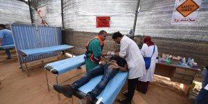 Siyonist İsrail Gazze'de Sağlık Çadırını Vurdu