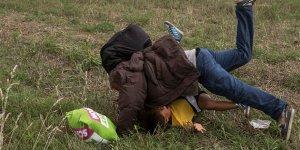 Macaristan Yargısından Sığınmacılara Çelme Takan Gazeteciye Ödül!