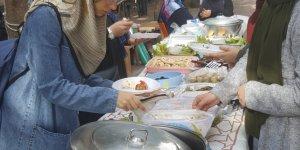 Özgür-Der Üniversite Gençliği İhtiyaç Sahipleri İçin Kermes Düzenledi