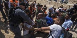 İşgal Güçleri Batı Şeria'da 22 Filistinliyi Gözaltına Aldı