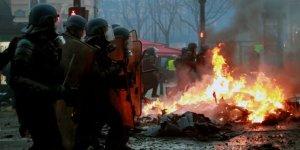 Zam Protestoları Fransa'da Hayatı Durdurdu