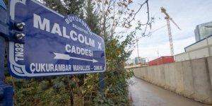 ABD Büyükelçiliğinin Bulunduğu Caddeye 'Malcolm X' Tabelası Asıldı