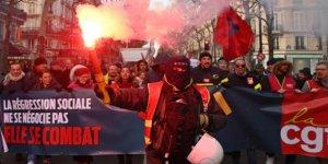 Fransa'da İşçi, Emekli ve Memurlar da Sokağa Çıktı