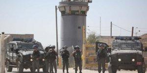 Terör Devleti İsrail 100 Filistinli Mahkumu Yaraladı