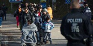 Avusturya'da Nazi Uygulaması: Mültecilere 'Sokağa Çıkma Yasağı' Geliyor