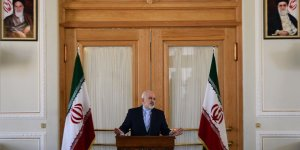 İran Cumhurbaşkanı Ruhani Zarif'in İstifasını Kabul Etmedi