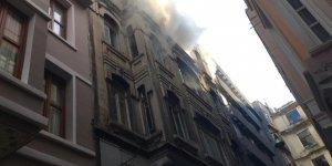 Beyoğlu'nda 5 Katlı Binada Yangın:4 Kişi Hayatını Kaybetti