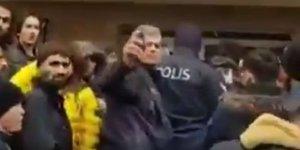 Polisin Biber Gazıyla Sıraya Geçin Deme Biçimi