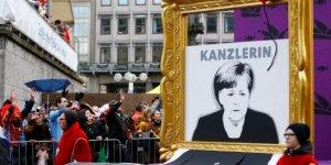 Almanya'daki Festival Kortejinde Dünya Siyaseti Hicvedildi