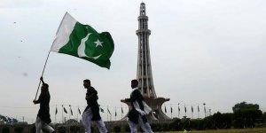 Pakistan'da 182 Medrese ve Camiye El Konuldu