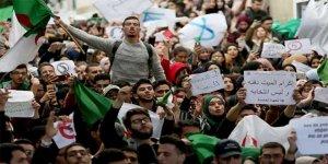 Cezayir'de Rejim Zaman Kazanmaya Çalışıyor