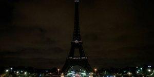Eyfel Kulesi'nin Işıkları Yeni Zelanda İçin Karartıldı