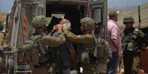 İsrail 8 Filistinliyi Gözaltına Aldı