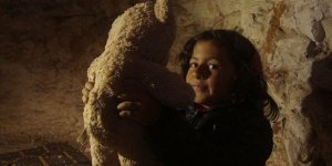 Saldırılardan Korunmak İçin Mağaralarda Doğup Büyüyen Çocuklar