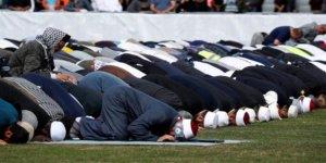 Yeni Zelanda'da Ezan Canlı Yayınlandı, Başbakan Ardern Cumaya Katıldı