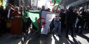 Cezayirliler 'Kara Dönemin' Geri Dönmesinden Korkmuyor