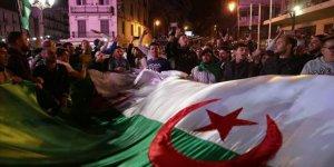 Cezayir'de Cumhurbaşkanlığı Seçimlerinin Tarihi Belli Oldu
