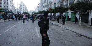 Cezayir'de 108 Gösterici Gözaltına Alındı