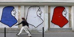 Fransa'da Haşema İle Havuza Giren Kadınlara Polis Müdahalesi