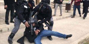 İşgal Güçleri 3'ü Çocuk 10 Filistinliyi Gözaltına Aldı