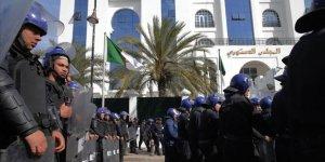 Cezayir'in En Zengin İş Adamı Tutuklandı