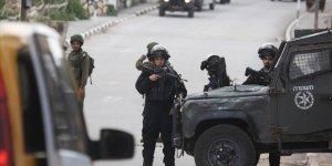 İşgal Güçleri 16 Filistinliyi Gözaltına Aldı