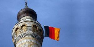 Berlin'de Camiye Mermili Tehdit Mektubu