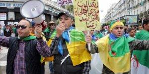 Cezayir'de Yüz Binlerce Kişi 'Hepiniz Gidin' Sloganıyla Sokağa Çıktı
