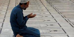 Pakistan'da Mollalar ile Bilim Bakanı Arasında Ramazan Tartışması