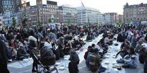 Danimarka'da İftar Yapılan Meydanda Provokasyon