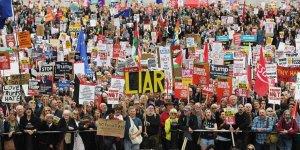 Londra'da Binlerce Kişi Trump'a Karşı Yürüdü